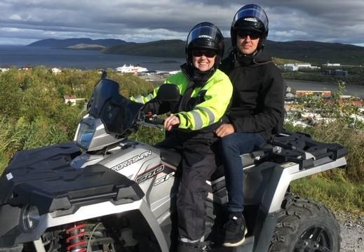 Jane og Kristian på ATV langs den russiske grænse i Nordnorge på deres store rejse til Nordkap